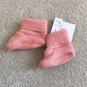 NWT Old Navy Baby knit booties Size 3-6M